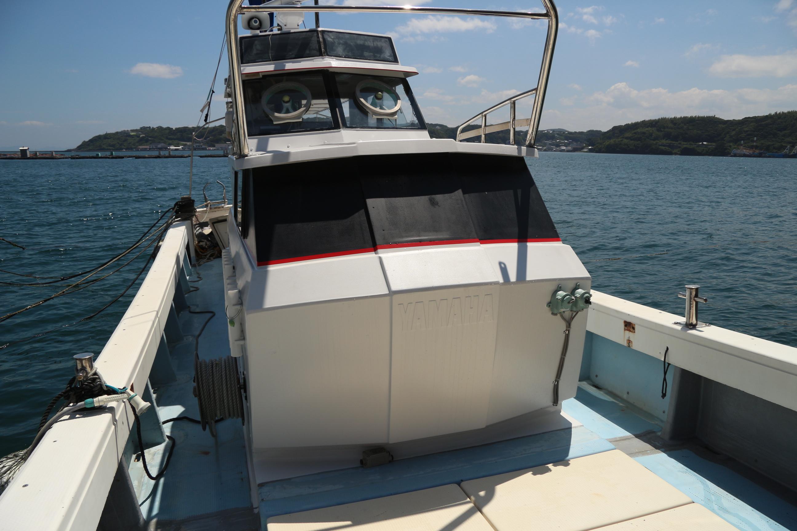 船体には快適かつ安全にお過ごしいただくための設備を備え付けております。